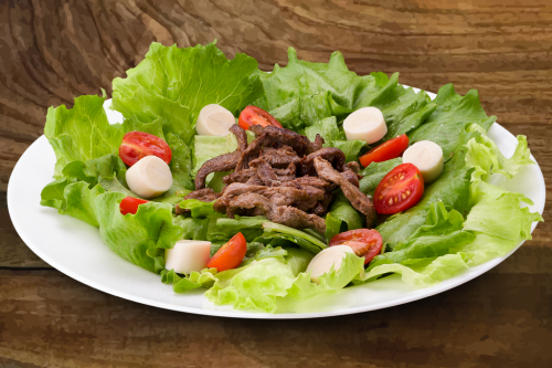 Salada Com Mignon Em Tiras